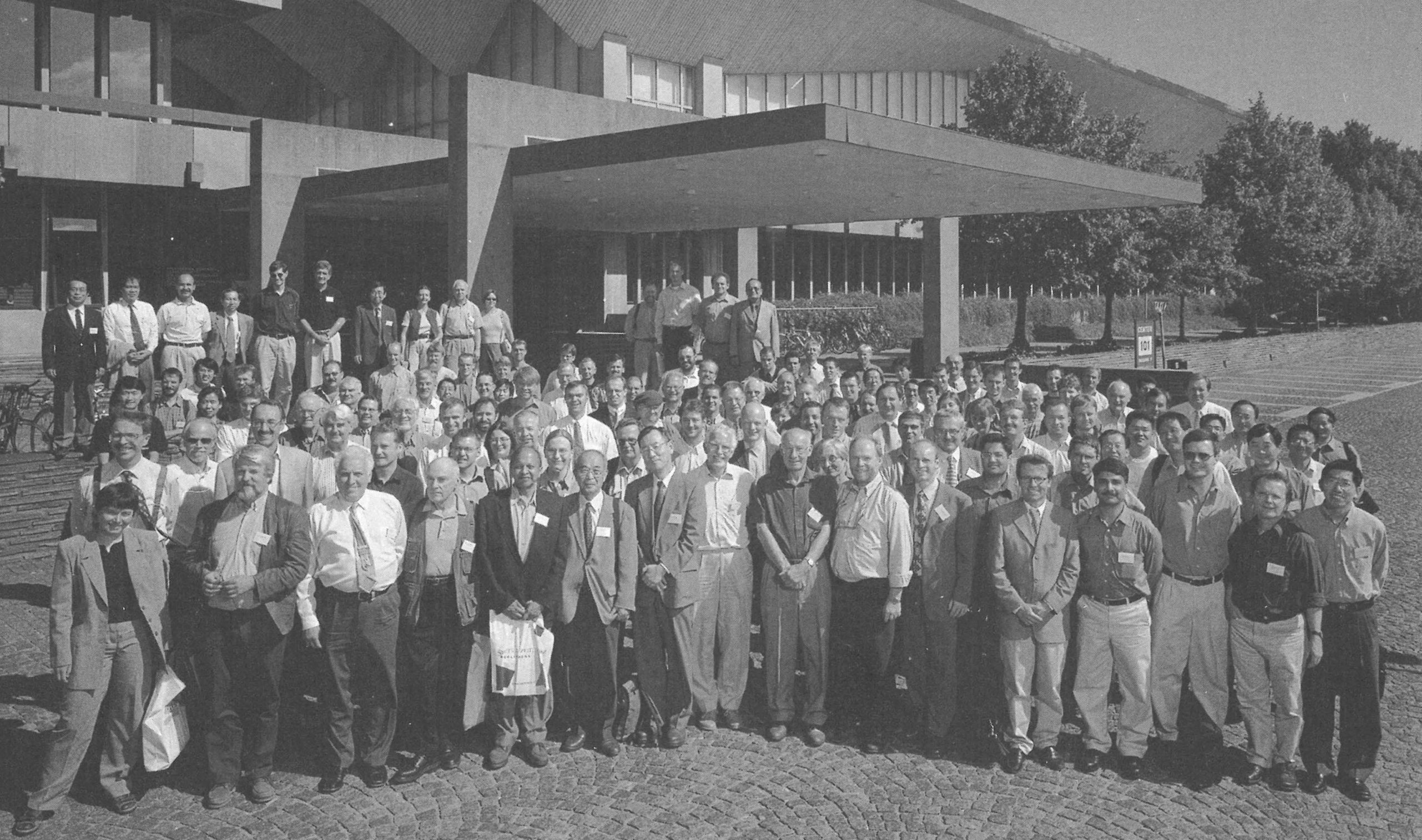 Picture of delegates of IAVSD 2001